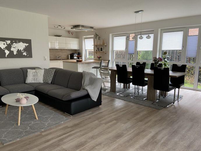 Helle 4-Zimmerwohnung mit EBK, Garten und Tiefgarage in Langenhagen