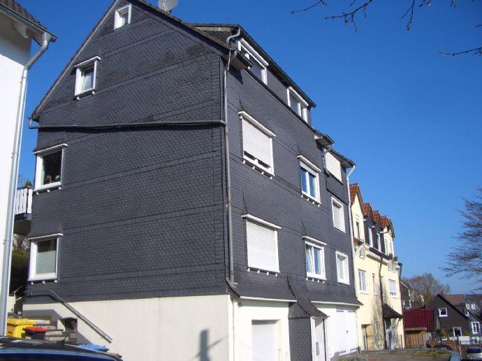 RS-Hasten- Büchel, gepflegtes Dreifamilienhaus mit Garten