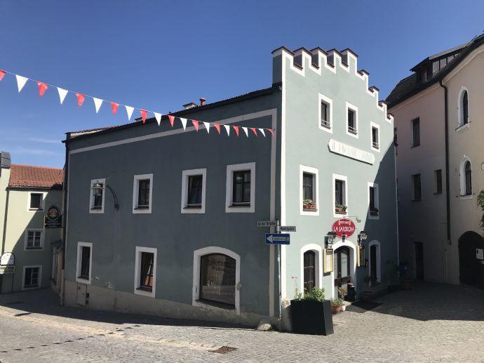 Wohn- und Geschäftshaus in Roding Zentrum!