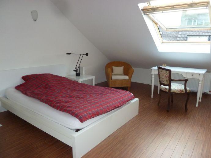 Möbliertes DG-Apartment-Düsseldorf-Ackerstr.63