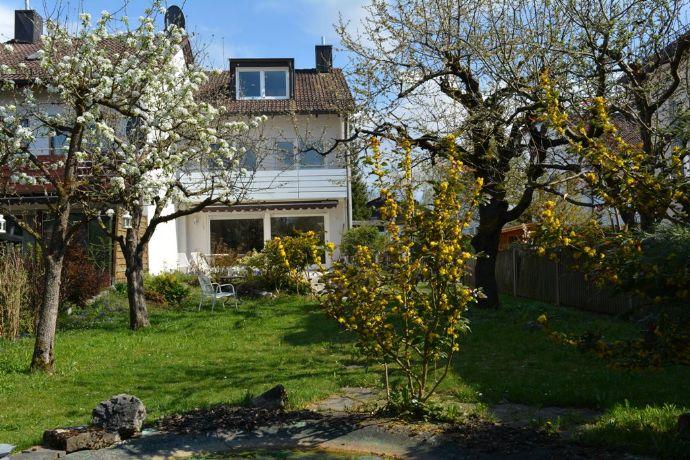 Schöne, gut durchdachte Doppelhaushälfte mit großem Garten und viel Platz in Toplage von Waldtrudering