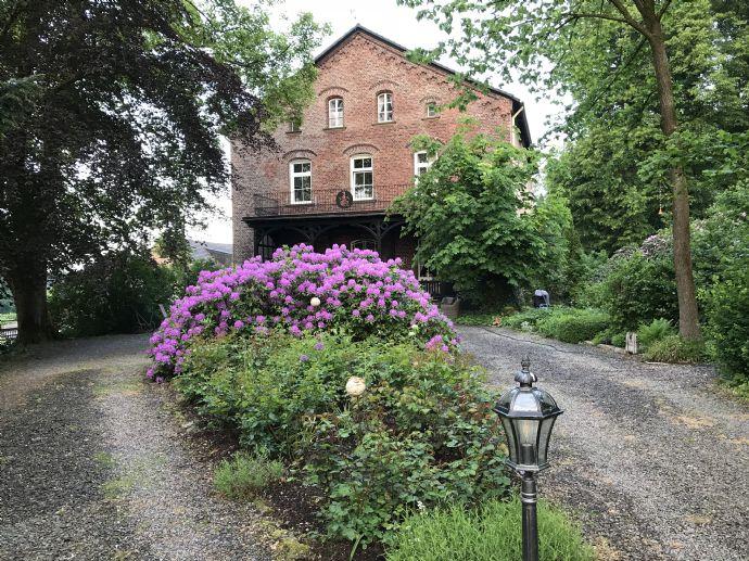 Wohnen im Gutshaus in Breckerfeld in traumhafter 6-Zimmer-Wohnung mit 195qm + Balkon und Garten