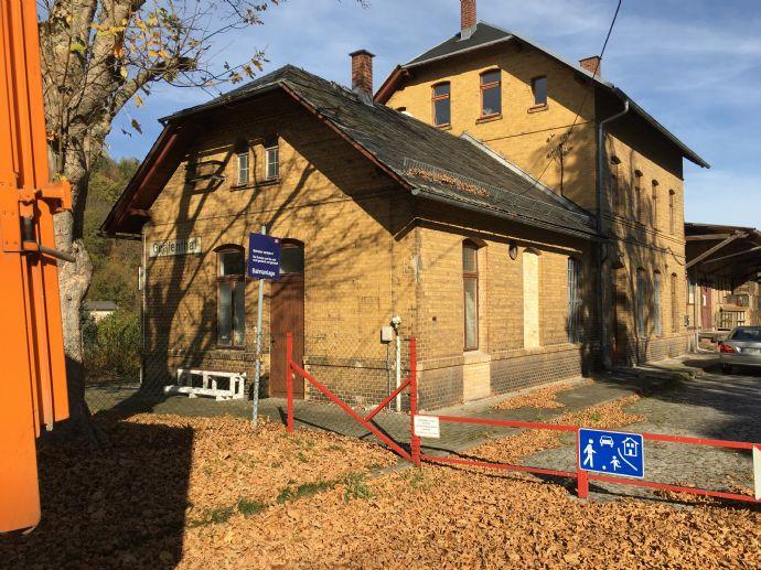 Historischer Bahnhof mit über 300 m² Wohnfläche zzgl Gartenhaus und Felsenkeller