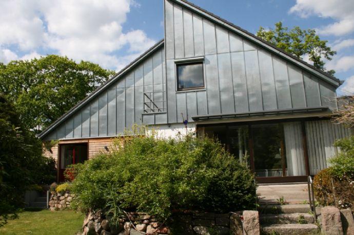 Fantastisches und sehr großzügiges Einfamilienhaus mit Südgrundstück teilmöbliert
