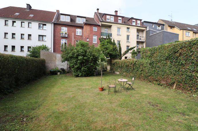 **Renovierte Altbauwohnung** mit Parkett, Gartennutzung uvm.