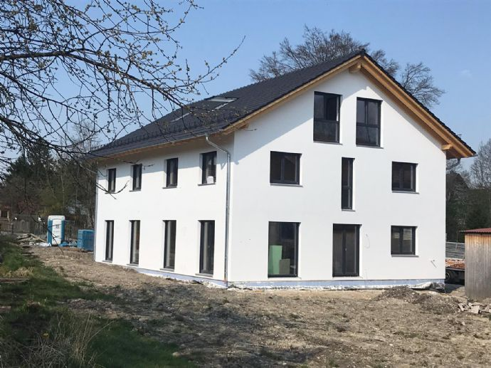 schöne, ruhige Doppelhaushäfte in zentrumnaher Lage, Massivholzhaus - Grafing bei München