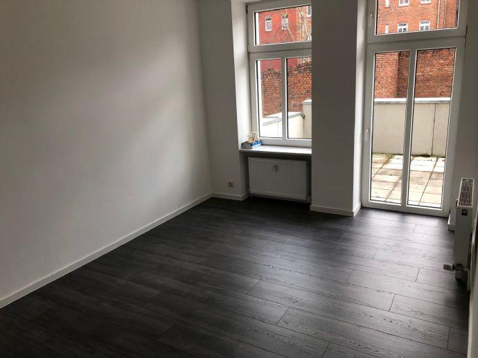 *frisch renoviert* 2 Raum Wohnung mit Terrasse / Laminat / Dusche in der Nähe der Erfurter-Steinplatzarkaden / FH Nähe
