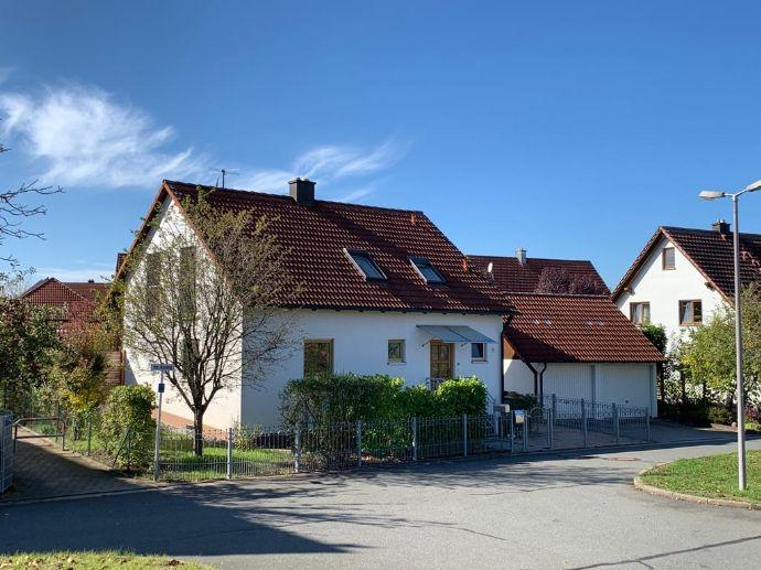 EFH mit Einbauküche, Terrasse & Garten sowie Doppelgarage in verkehrsberuhigtem Bereich zu verkaufen