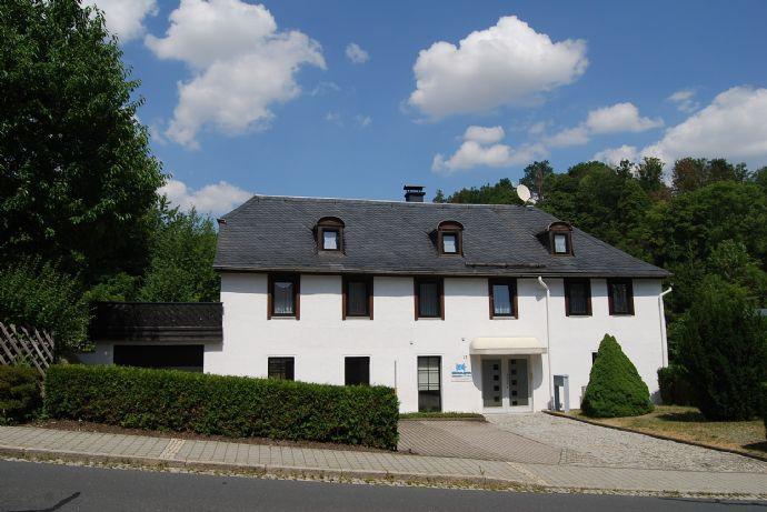 Ein - (Zwei) Familienhaus mit Gewerberaum und Stellplätzen in zentralen Lage von Bad Lobenstein