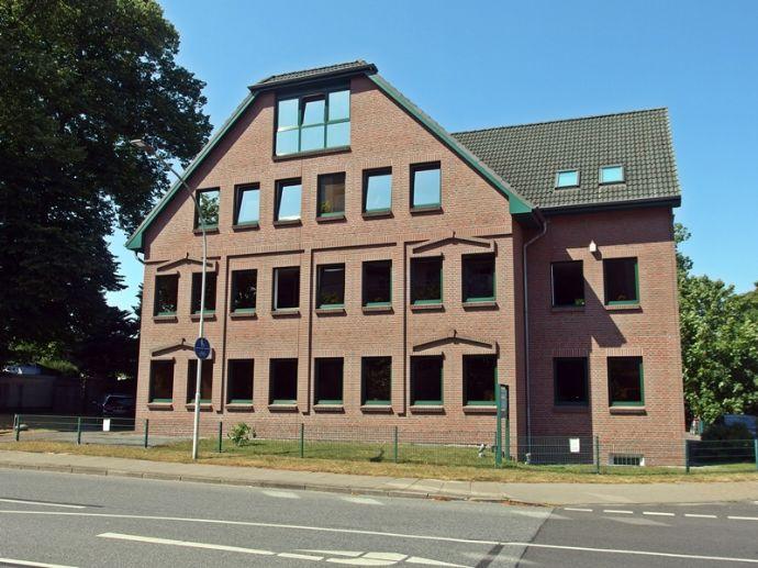 westimmobilien: Lichtdurchflutete Dachgeschosswohnung im Herzen von Schenefeld