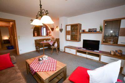 Im Sonnenwinkel,  Fewo Nebelhorn ,3 Raum,  2 Schlafz. seperater Küche, Wohnraum m. Süd/Westterrasse mit Blick auf d. Berge,  Obermaiselstein