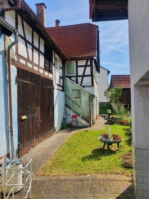 2 Wohngebäude und Nebengebäude - Kirchardt