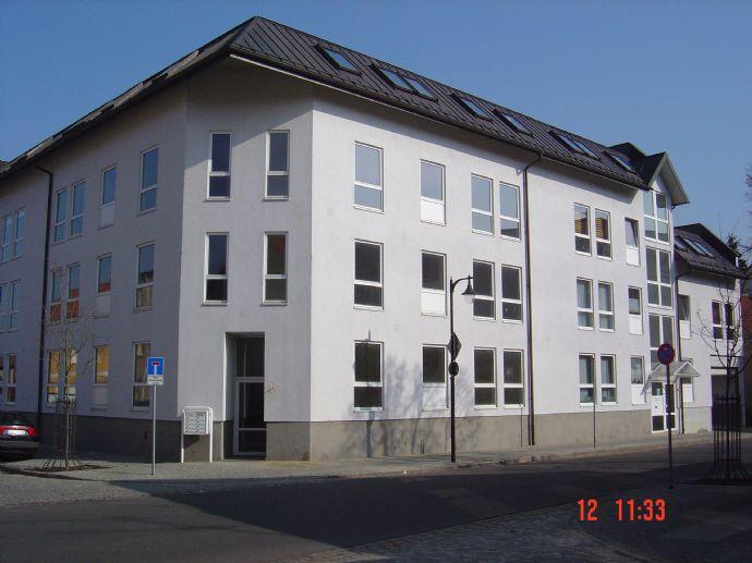 Helle luxuriöse 3 Zimmer Wohnung mit Fußbodenheizung, Balkon, Tiefgarage, Gäste-WC, Bad mit Wanne
