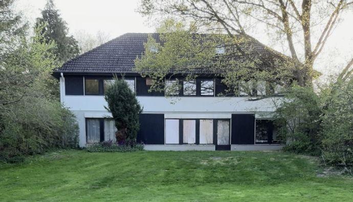 Oldenburg i.H., Attraktives Büro/Praxishaus; 12 PKW-Parkplätze, Beste Lage !
