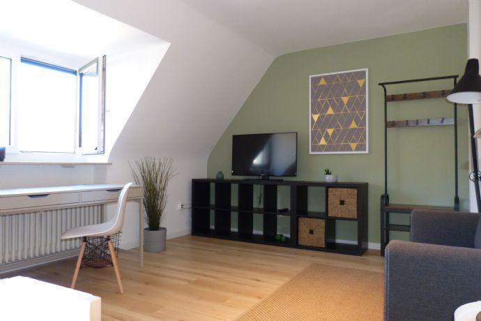Im Herzen von Nürnberg: modern möblierte sowie helle und attraktive 1-Zimmer-Dachgeschosswohnung
