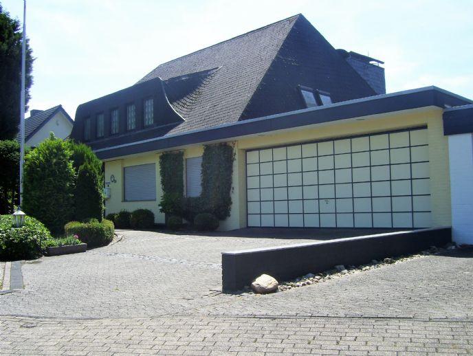 TRAUMLAGE - Industriellen Villa Krefeld Verberg - Nähe Galopprennbahn - 286m² Nettowohnfläche auf 1.076m² Grundstück, Schwimmbad, Doppelgarage