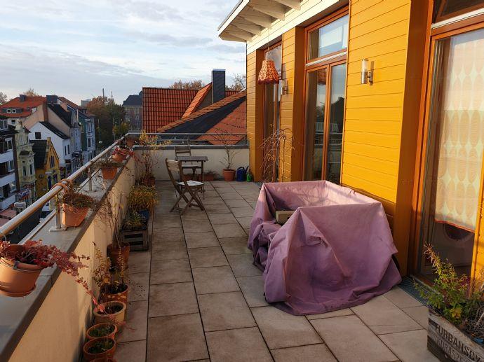Direkt an der kleinen Weser und großer Terrasse mit Blick über die Dächer Bremens