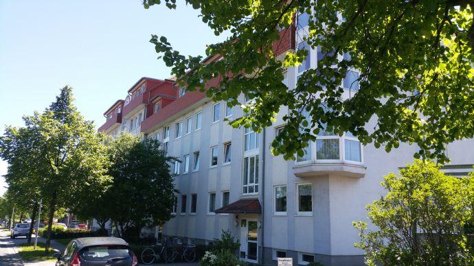 Moderne, helle 2-Zimmer-DG-Wohnung mit Balkon in der Charlottenlust zu vermieten
