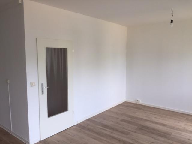 Voll sanierte 4-Raum Wohnung mit Balkon und Parkplatz