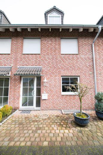 ***Nähe Hauptfriedhof: renoviertes und großzügiges EFRH mit Garage u. neuer Küche***