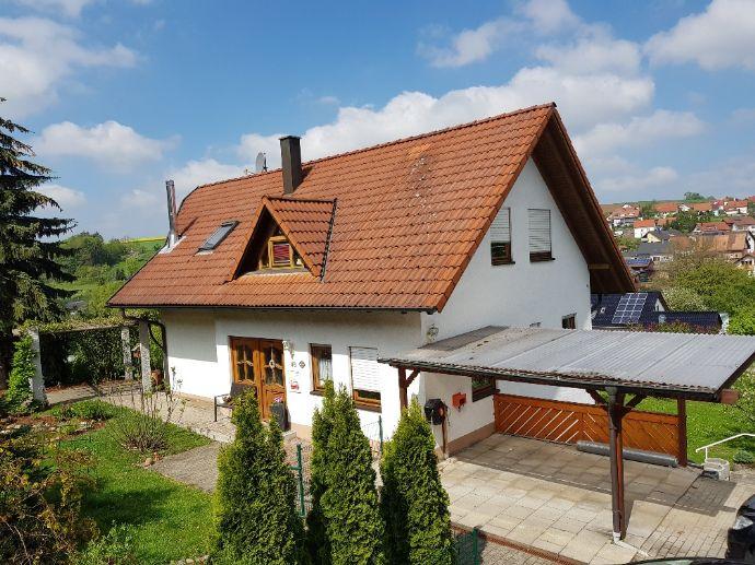 Einfamilienhaus mit Einliegerwohnung am Ortsrand von Oberkessach