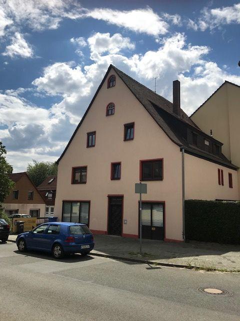 Mehrfamilienhaus mit 3 Wohnungen zu verkaufen! Zum sanieren und renovieren!