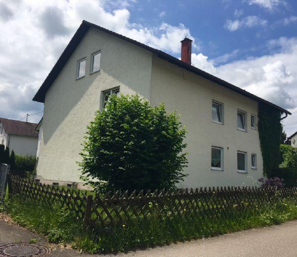Mehrfamilienhaus mit 3 Wohnungen und 6 Garagen in Krugzell