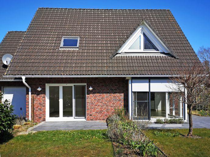 RESERVIERT! Modernes, wertiges EFH mit Garage und schönem Garten