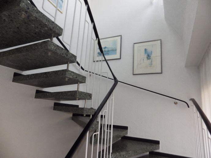 Sehr großes Zweifamilienhaus in bester ruhiger Südlage von Münster-Wolbeck im guten, modernisiertem Zustand - 246 m² + 80 m² Reserve + 150 m² Keller !