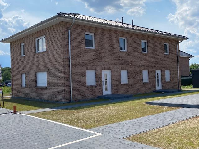 Himmelpforten: Moderne, lichtdurchflutete Neubau-DHH