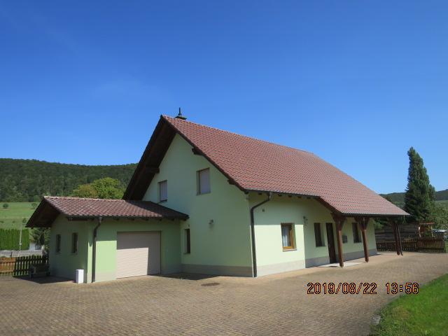 Ländliche Idylle - Einfamilienhausneubau mit Grage und Nebengebäude in ruhiger, sonniger Randlage von Jüchsen