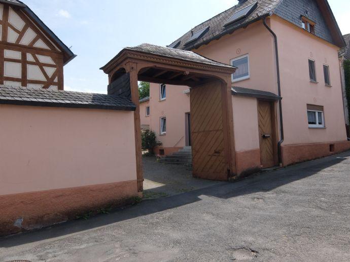 Traumhaft schöne und sanierte Hofreite, großes Wohnhaus, Innenhof und Grundstück.