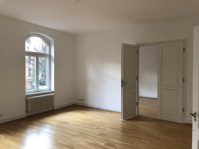 Traumhaft schöne Altbau Jugendstil Wohnung zwischen Kirchweg und Bebelplatz mit zwei Balkonen