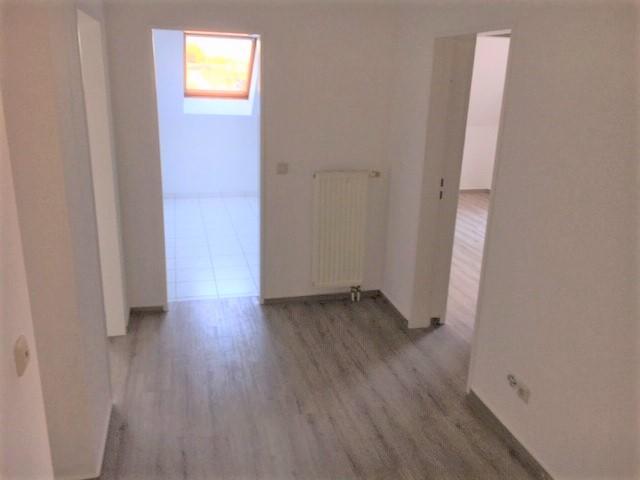 360° virtueller Rundgang: Renovierte 2 1/2 Zimmer Wohnung / großes Wohnzimmer
