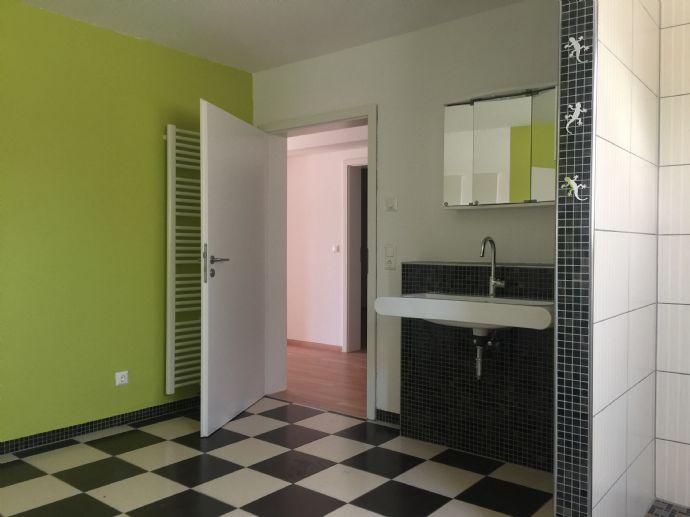 Ruhiges Wohnen mit Terrasse in ansprechender 2,5-Zimmer-Wohnung mit Blick ins Grüne