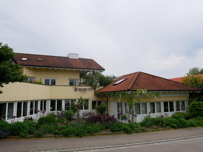 Großes Einfamilienhaus mit Gewerbeteil in sehr guter Lage von Wasserburg-Hege
