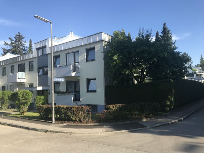 Möblierte helle 3-Zimmer-Wohnung mit Balkon und Dachterrasse in München-Englschalking