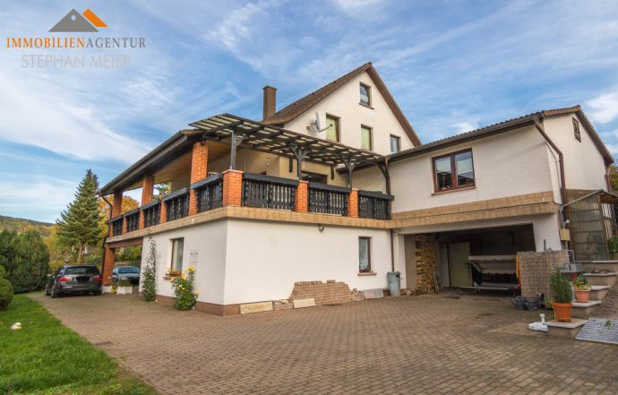 Attraktives Wohnhaus für die große Familie | 2 Einliegerwohnungen möglich | Gewerberäume möglich | 2 Garagen | Balkon mit Schlossblick | Ruhige Lage!