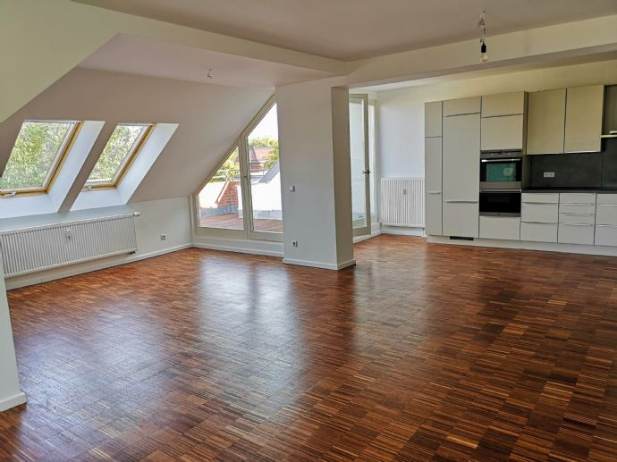 2-Zimmer, Dachterrasse und EBK, renoviert, 97 m² in Berlin Britz.