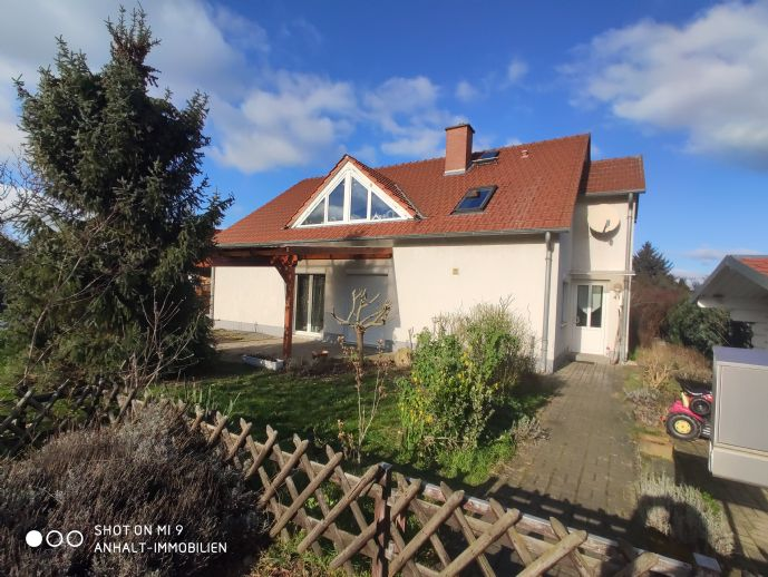 GESUCHT und GEFUNDEN - Schönes Zweifamilienhaus mit Garten, Doppelcarpot und Einliegerwohnung
