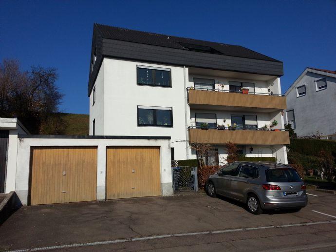 Mehrfamilienhaus mit 4 Wohnungen, Garagen und Stellplätzen