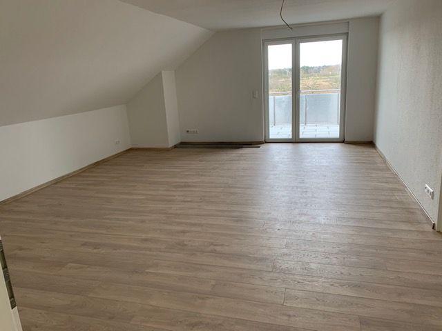 Coronafreundliche 5-Zimmer-Maisonnette-Wohnung mit gr. Balkon