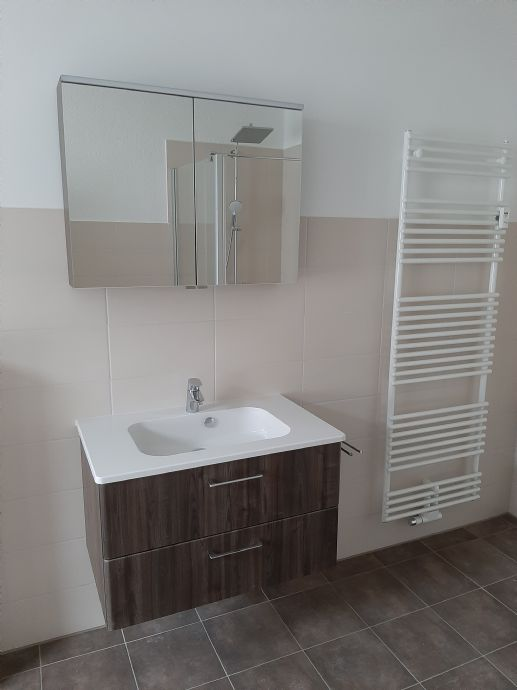 großzügige 2 Zi. Wohnung in ruhiger Lage (EG) / großes Bad