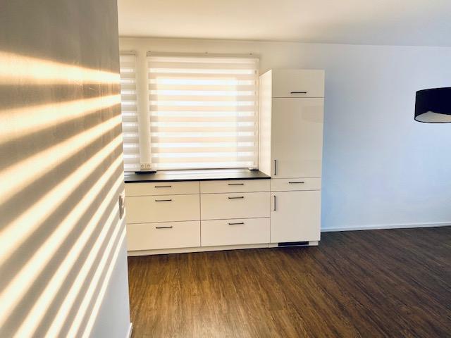 Erstbezug nach Sanierung mit hochwertiger Einbauküche / Auf Wunsch voll möbliert; Offenhausen (NU)