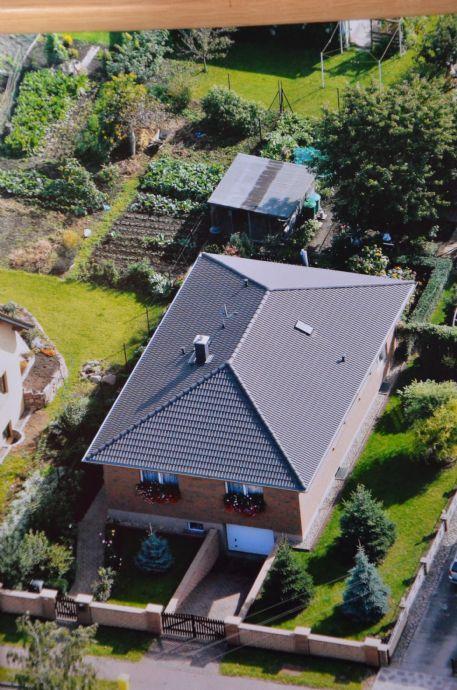 EFH in Domnitz (Löbejühn-Wettin), Bungalow, voll unterkellert, Tiefgarage, Garten, gepflegt, sofort bezugsfertig, 20 km von Halle entfernt