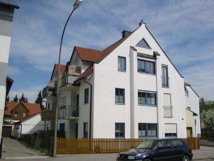 Stilvolle, gepflegte 3 Zimmer-Wohnung im 1.OG mit Balkon und Einbauküche in Landshut