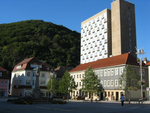 Zentraler geht es nicht ! Gemütliche 2-Raum-Wohnung am Suhler Marktplatz.