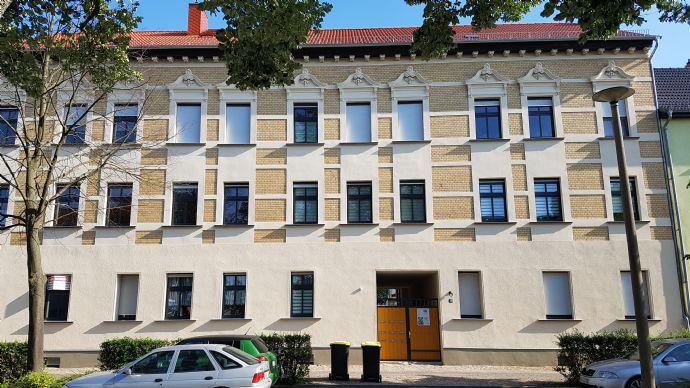 Kleines Wohnparadies - frisch sanierte 2-Zimmer-Wohnung mit Tageslicht-Bad und sonnigem Balkon!
