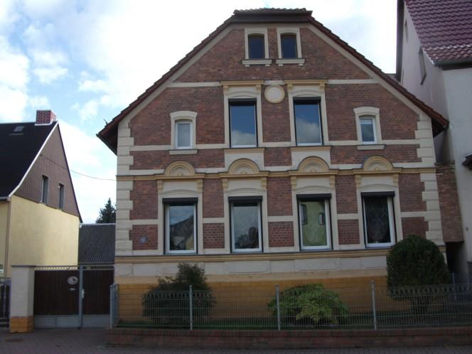 Sehr schönes Ein- bis Zweifamilienhaus in Helbra