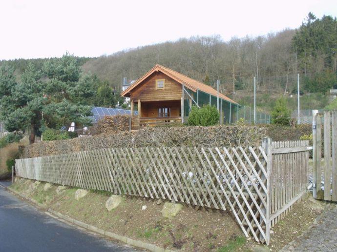 Neuwertiges Holzhaus der Spitzenklasse mit Seeblick und eigenem Tennisplatz auf 1500qm Grundstück